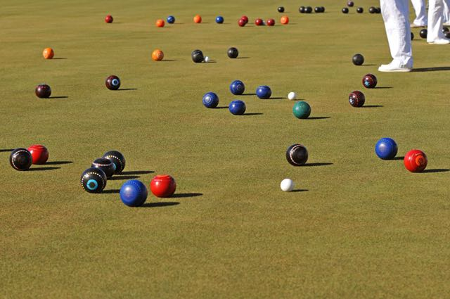 how to play lawn bowls video